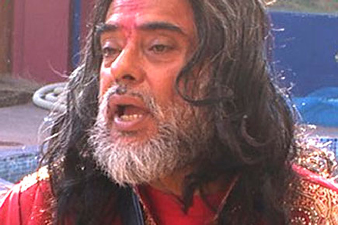 Shocking! Ex 'Bigg Boss' contestant Om Swami beaten up by angry mob in publicShocking! Ex 'Bigg Boss' contestant Om Swami beaten up by angry mob in public