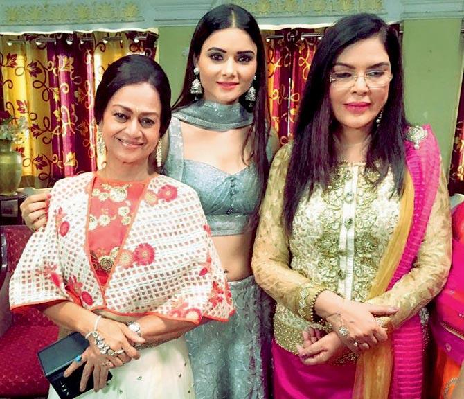 Zarina Wahab, Sezal Sharma and Zeenat Aman