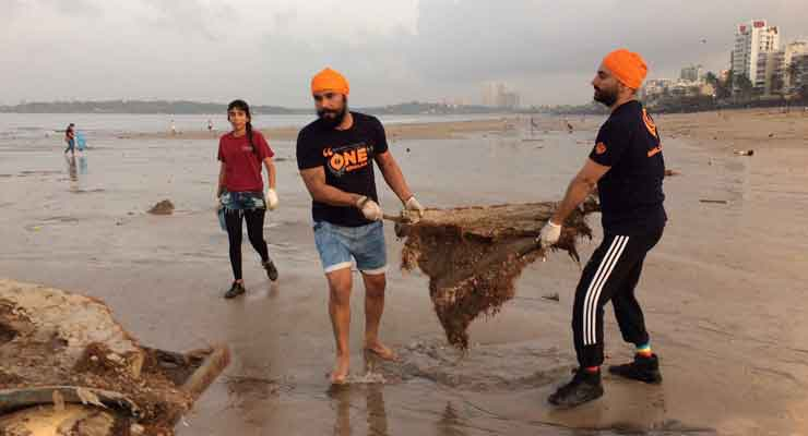 Randeep Hooda Joins NGO To Clean Versova Beach