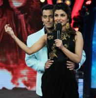 Salman To Romance 3 Most Desirable Ladies In 'Bharat' & Here Finding One Is A Task For Most Men